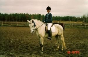 Laura Haasala ja Kasper, Eskon tuopin toinen sija vuonna 1999.